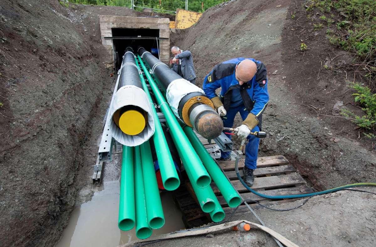 Kein leichtes Spiel: Die Rohre müssen unter den Gleisen durch. Foto: Stadtwerke Böblingen
