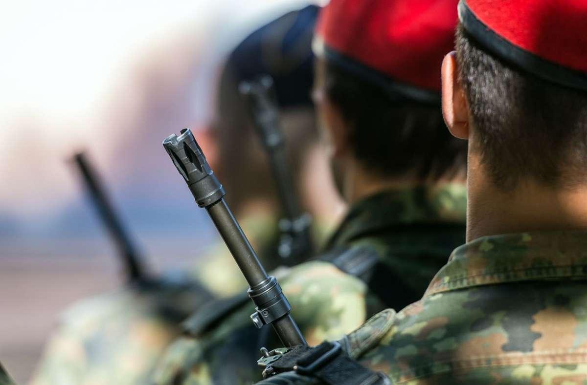 Die Zahl neuer Verdachtsfälle von Rechtsextremismus in der Bundeswehr ist im vergangenen Jahr auf 477 gestiegen (Archivbild). Foto: dpa/Patrick Pleul