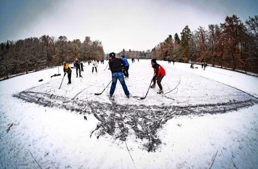 Der Frost reicht bisher nur für gefrorene Pfützen