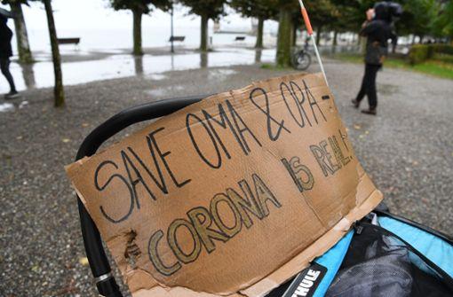 Erste Demonstranten versammeln sich am Bodensee