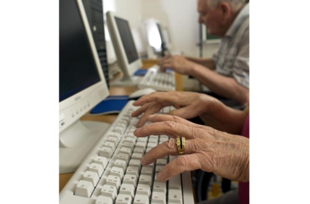 Der Umgang mit dem Computer fällt einigen Senioren schwer. Foto: Pleul
