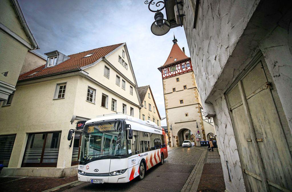 Seit gut einer Woche sind in der Waiblinger Altstadt neue E-Busse unterwegs. Foto: /Gottfried Stoppel
