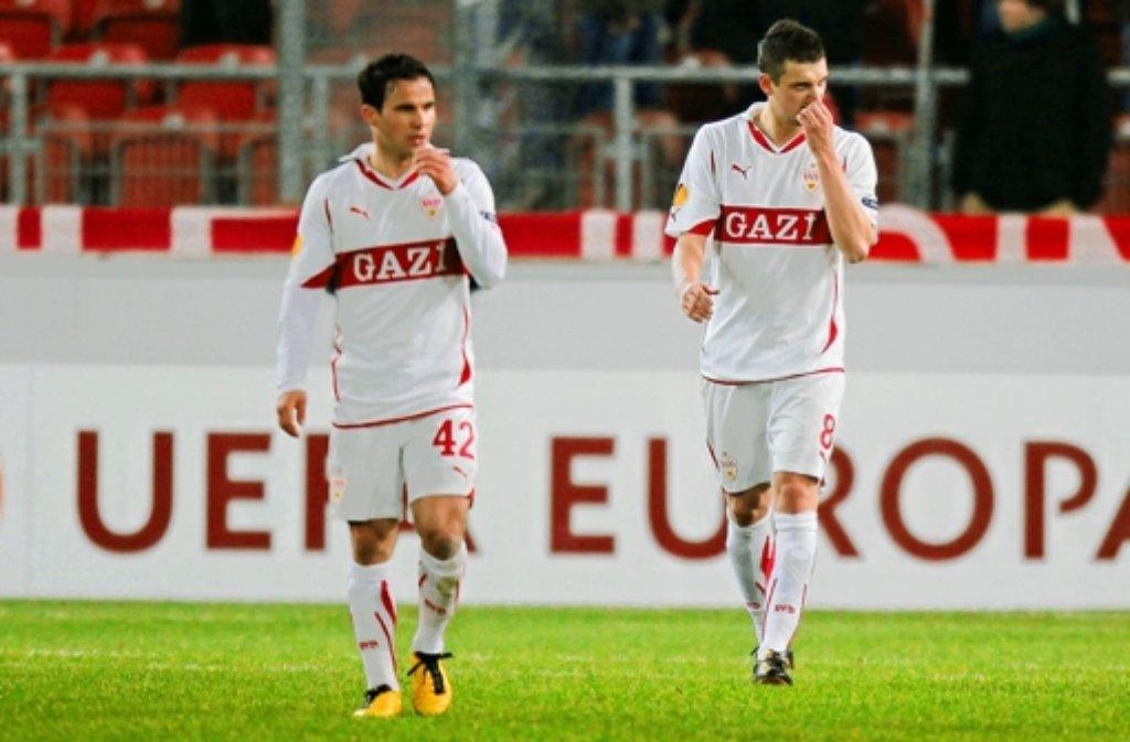 So war das Aus  2011: Tamas Hajnal (links) und Zdravko Kuzmanovic. Fotos des VfB-Kaders sehen Sie in der folgenden Bilderstrecke. Foto: Baumann