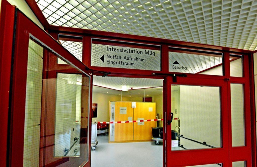 Der Zugang zu dieser Intensivstation an der Uniklinik ist wegen des Keims gesperrt. Foto: dpa