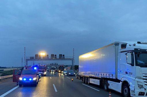 Ausgebrannter Lastwagen verursacht kilometerlangen Stau
