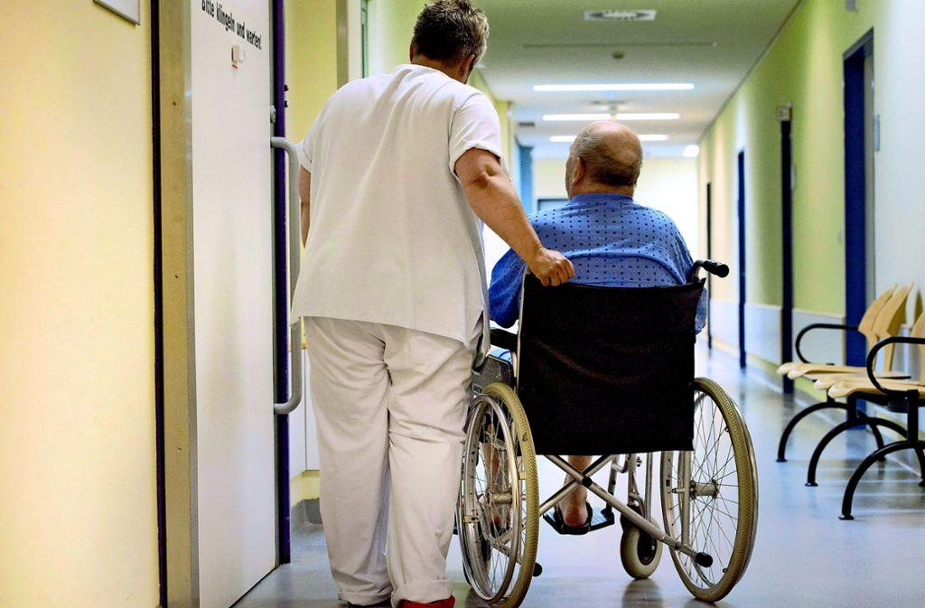 Pflegekräfte werden händeringend gesucht – der Wettbewerb im Großraum Stuttgart wird immer härter. Foto: dpa