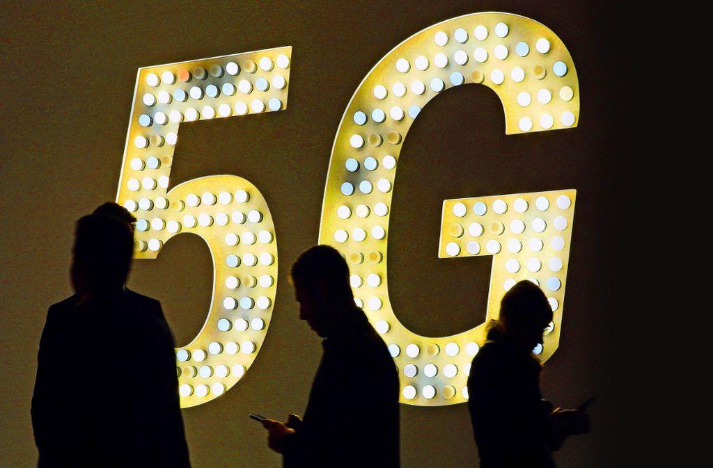 Das 5G-Netz soll eine Datenübertragung mit einer bis zu 100-mal höheren Geschwindigkeit ermöglichen – und das in Echtzeit. Foto: dpa
