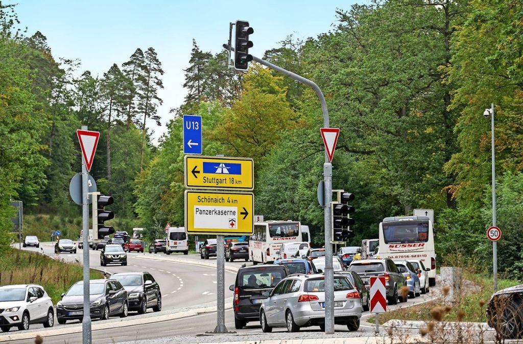 Dem Ansturm nicht gewachsen: die von Böblingen nach Schönaich führende Kreisstraße Foto: factum/Jürgen Bach