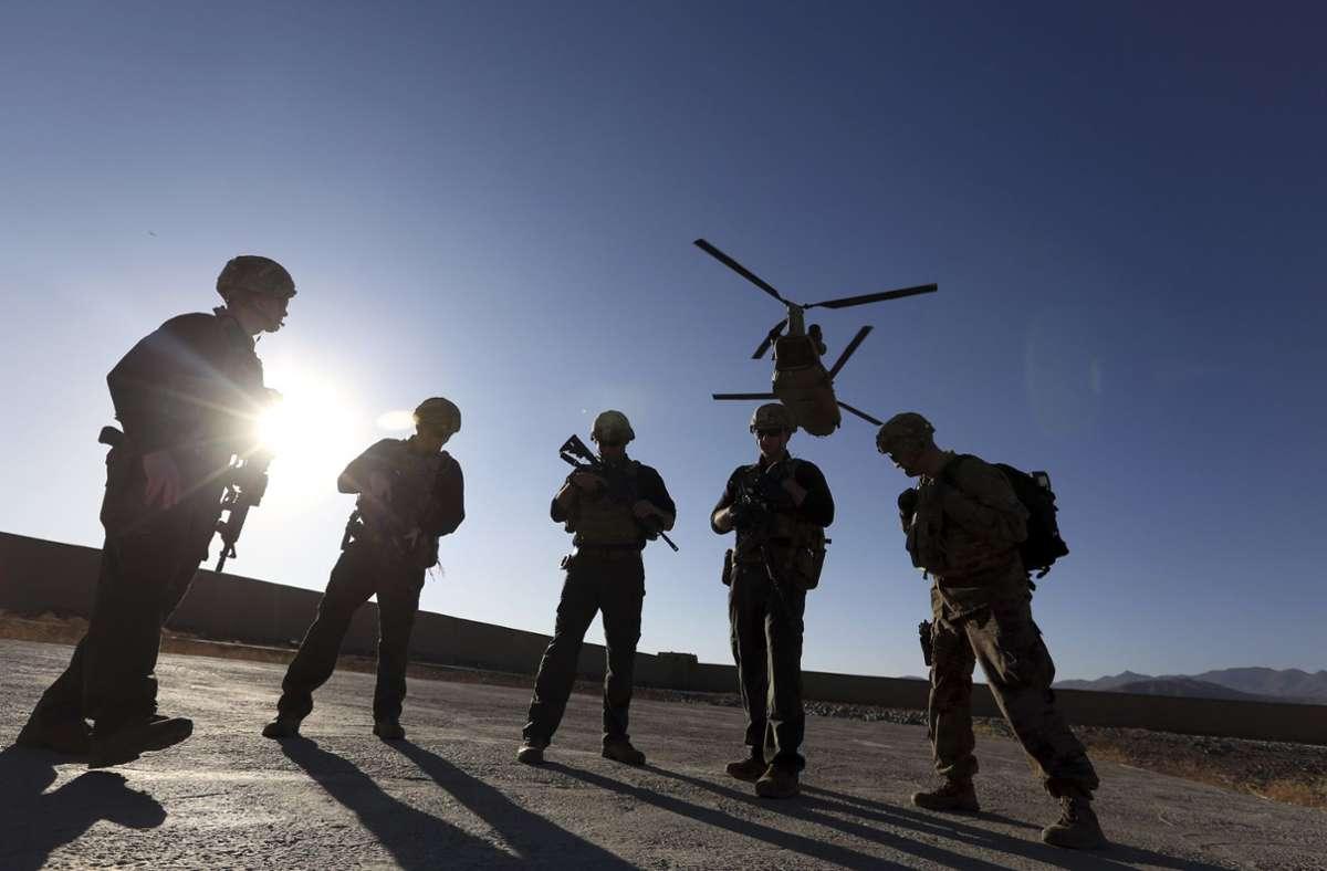 Der Skandal um russische Kopfgelder für die Tötung von US-Soldaten sorgt für mächtig Wirbel im Wahlkampf. Foto: AP/Rahmat Gul