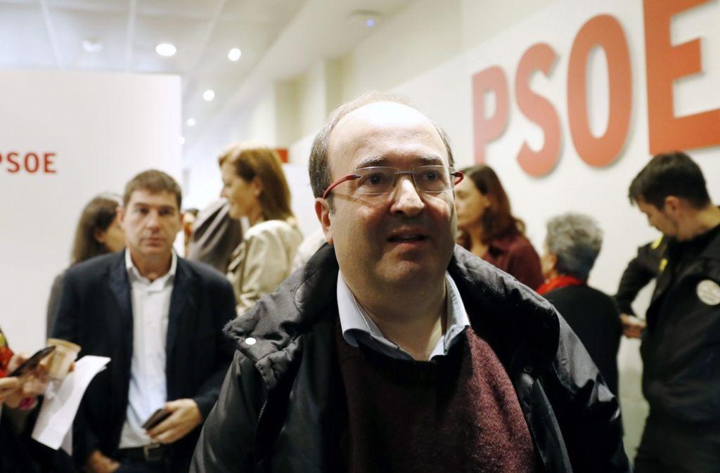 Es ist geschafft: Der katalanische Sozalistenführer Miquel Iceta verlässt die PSOE-Versammlung. Foto: EFE