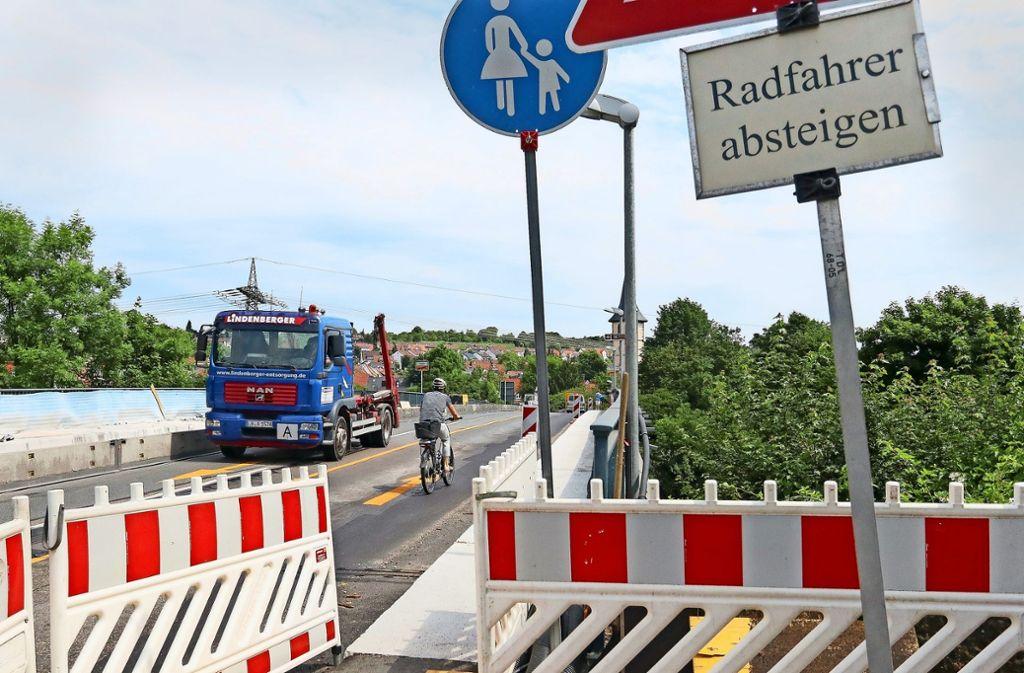 Der Radweg-Ausbau wie hier in der Marbacher Straße sei der Stadt eine Verpflichtung, sagt Ludwigsburgs  Erster Bürgermeister Konrad Seigfried Foto: factum/Granville