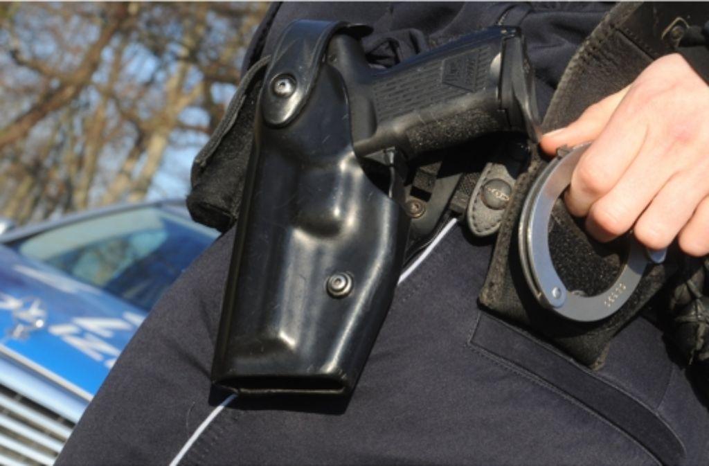 Die Polizei hat einen 24-Jährigen in Tuttlingen gefasst, der im Verdacht steht, einen 30 Jahre alten Mann massiv verletzt zu haben (Symbolbild). Foto: dpa
