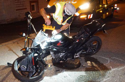 Junge Frau stirbt nach Motorradunfall