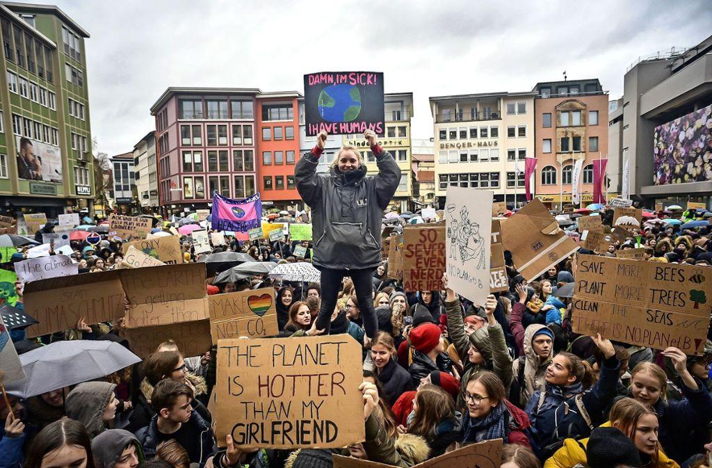 4000 Demonstranten, darunter viele Schülerinnen und Schüler, haben auf dem Marktplatz demonstriert. Foto: Lichtgut/Max Kovalenko