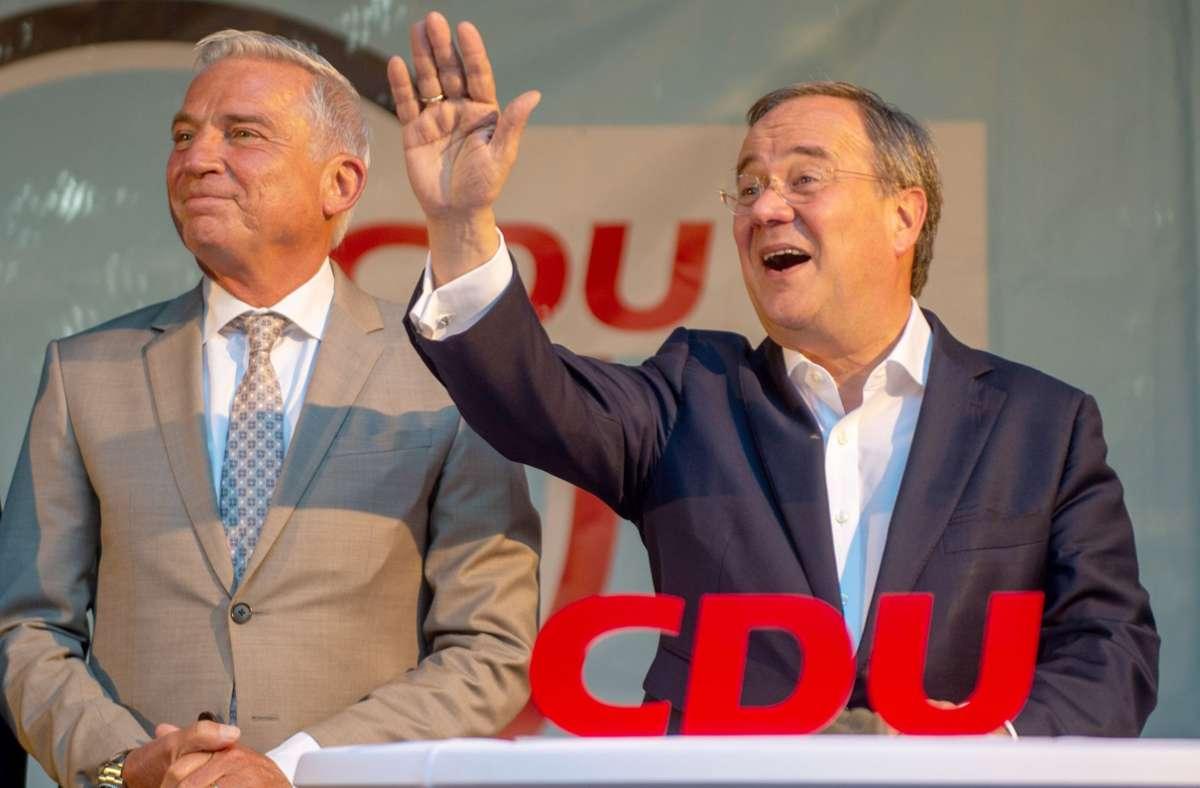 Thomas Strobl und Armin Laschet auf einer Wahlkampfveranstaltung in Esslingen. Foto: dpa/Stefan Puchner