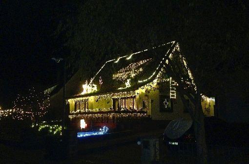 Weihnachtlich glänzet der Vorgarten