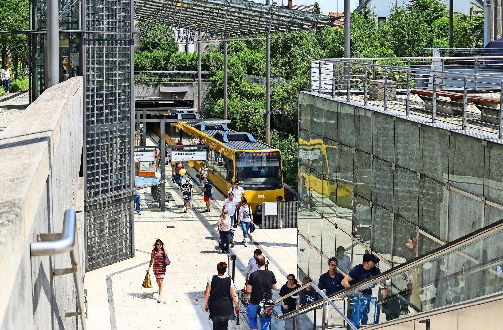 An der Gerlinger Endhaltestelle sind täglich Tausende Menschen unterwegs. Foto: factum/Granville