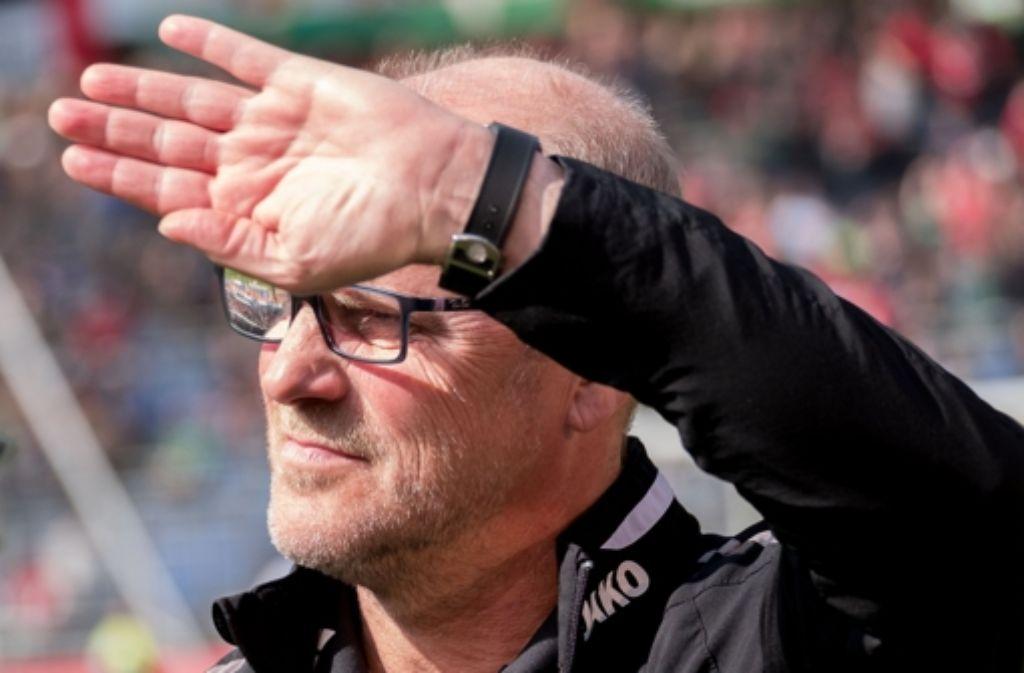 Thomas Schaaf ist mit Hannover 96 nicht mehr aus dem Tabellenkeller herausgekommen. Foto: dpa