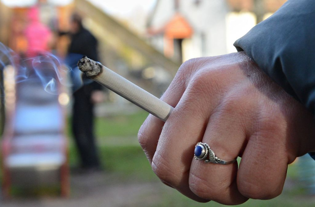 Die Frau hatte sich eine Zigarette angezündet, während sie noch am Beatmungsgerät angeschlossen war. Foto: dpa