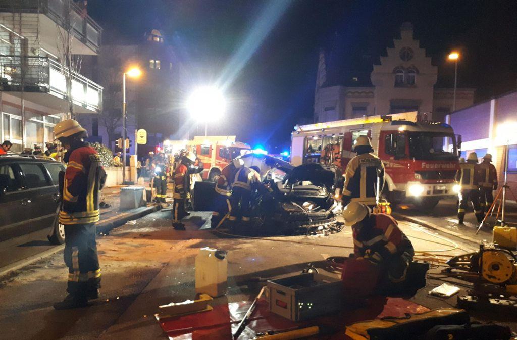 Der Unfall erforderte ein großes Aufgebot an Feuerwehrleuten und Rettungskräften. Foto: 7aktuell.de/Marc Gruber