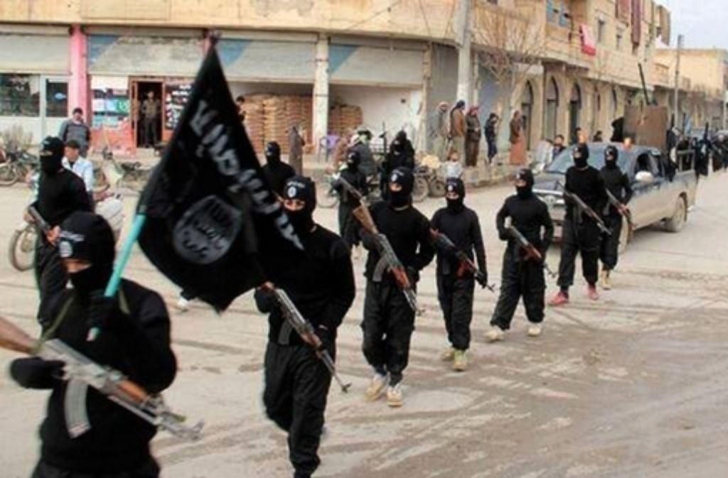 Der IS hat nach eigenen Angaben zwei Geiseln hingerichtet. (Archivfoto) Foto: AP