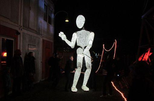 In der Nacht tanzen die Puppen durchs Künstlerdorf