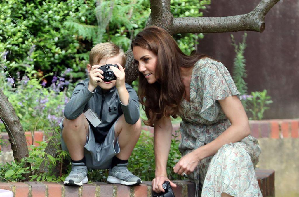 Zartes Chiffon, flatterige Ärmel: Herzogin Kate zeigt, wie ein guter Sommerlook geht. Foto: Getty Images