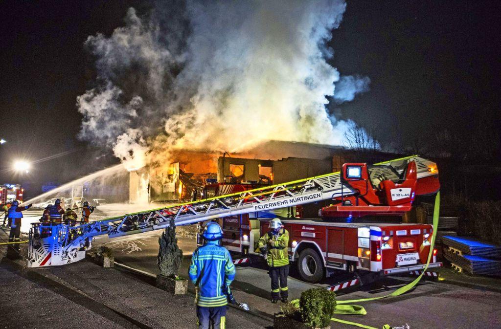 Die Halle der Dreherei in Frickenhausen brannte komplett ab. Foto: 7aktuell.de/Simon Adomat