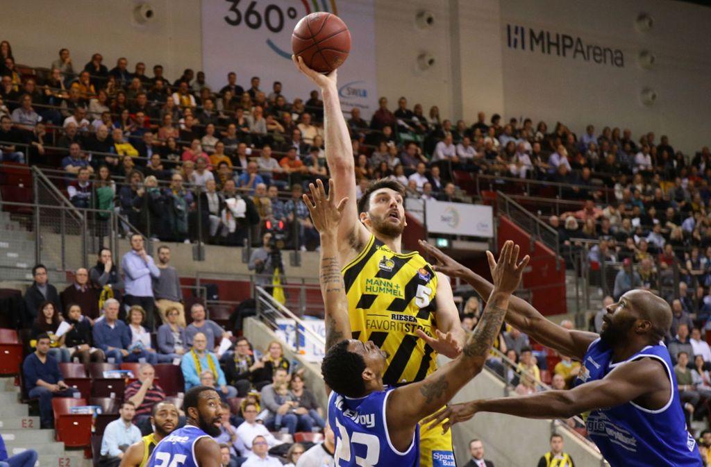 Dem Riesen-Center Owen Klassen gelingt ein Karriere-Bestwert. Foto: Pressefoto Baumann
