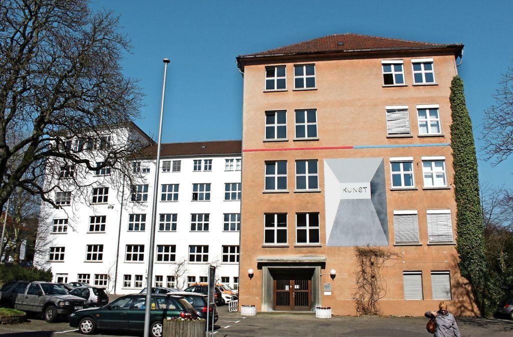 Im technischen Rathaus am Göppinger Nordring gibt es  mit ziemlicher  Sicherheit keinen Wechsel auf dem Chefsessel. Foto: Thiel/Archiv