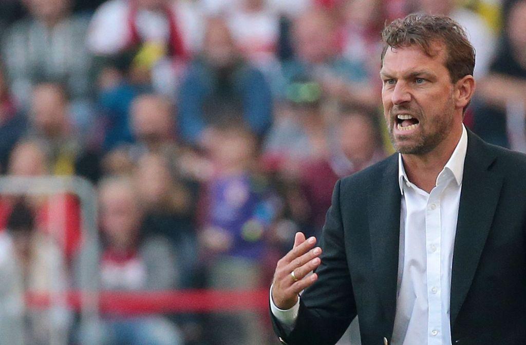 Markus Weinzierl hat sich sein Debüt als Trainer des VfB Stuttgart anders vorgestellt. Foto: Baumann