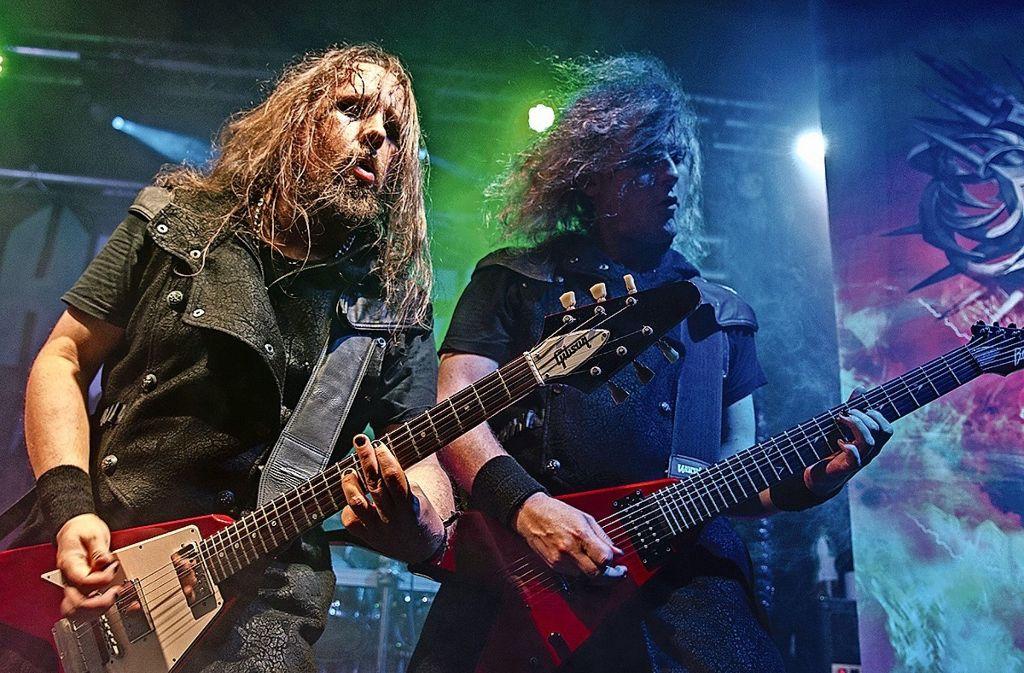 """Gleich drei extraharte Bands sind in der  Beat-Baracke aufgetreten. Hier im Bild: Die Power Metal-Formation """"Hammer King"""" aus dem Raum Kaiserslautern. Ebenfalls gespielt haben """"Hornado"""" aus Bonn und """"Steel Messiah"""" aus Ulm. Foto: Daniela Strohmaier"""
