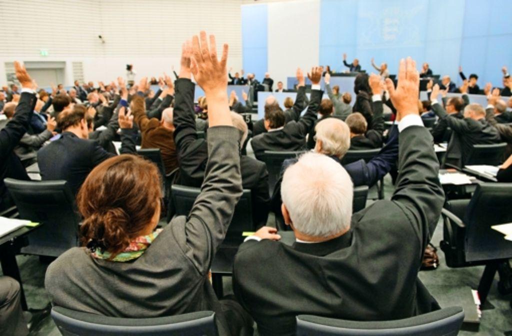 Der Landtag, hier ein Blick auf die Reihen der Grünen, stimmt dem zweiten Untersuchungsausschuss zum Schwarzen Donnerstag zu. Foto: dpa