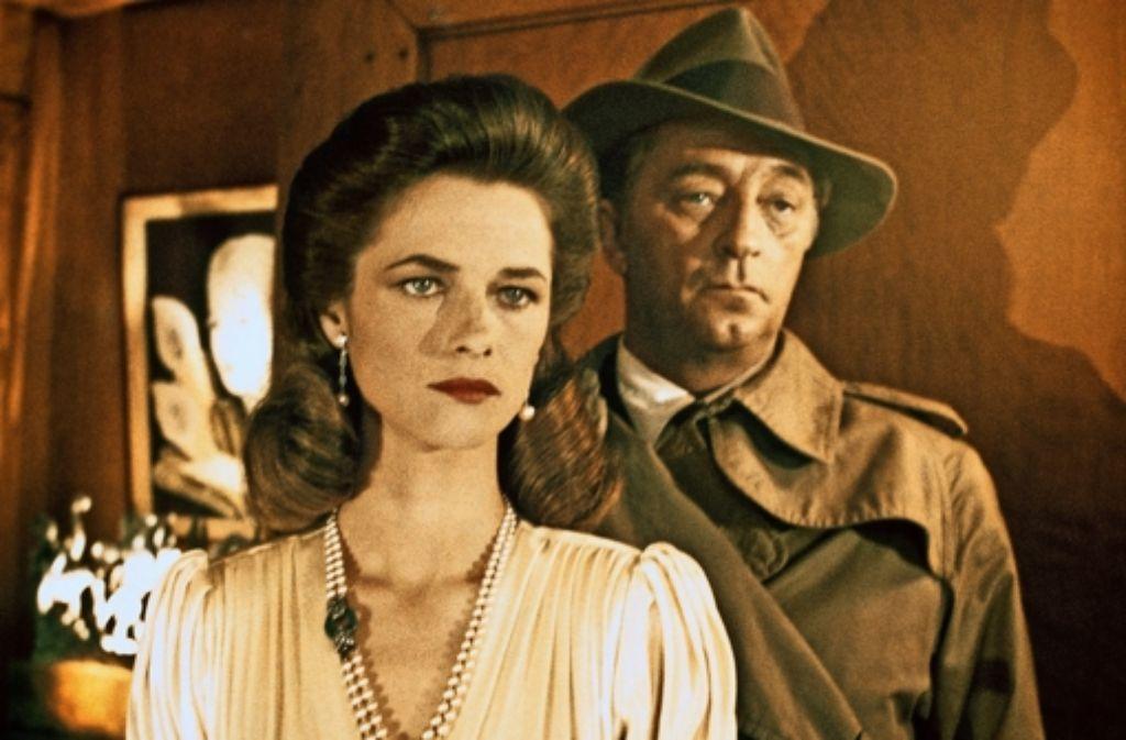 "Charlotte Rampling und Robert Mitchum als Philip Marlowe in ""Farewell, my Lovely"" Foto: Mauritius"