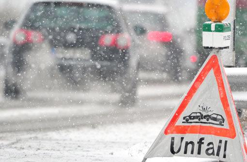 Beifahrer stirbt bei Glatteis-Unfall