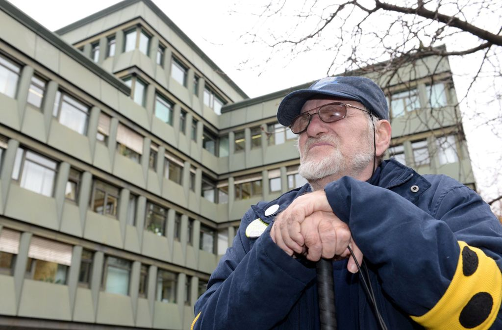 Dietrich Wagner nimmt weiter an den Montagsdemonstrationen teil. Foto: dpa/Bernd Weißbrod