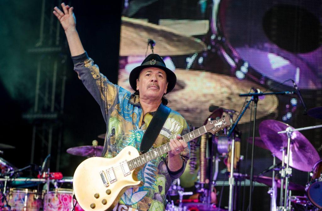 Carlos Santana hat das Publikum mit seinem Auftritt auf dem Stuttgarter Schlossplatz begeistert. Foto: dpa