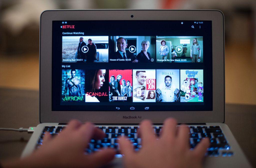 Streaming ist für manche bereits das neue Fernsehen. Doch Passwort-Sharing macht den Anbietern das Leben schwer. (Symbolfoto) Foto: dpa/Bernd Von Jutrczenka