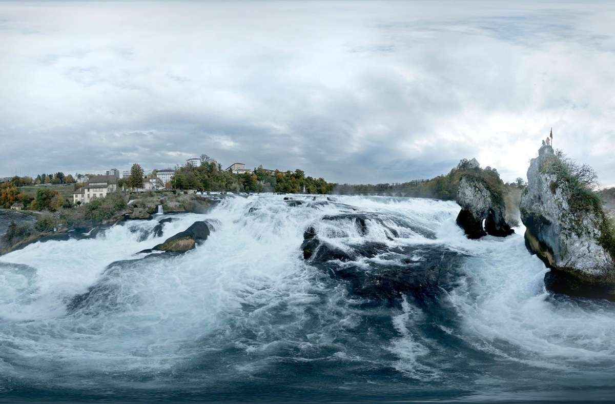 3000 Badewannenladungen pro Sekunde fallen bei Schaffhausen die Felsen hinunter. Foto: Module+/privat