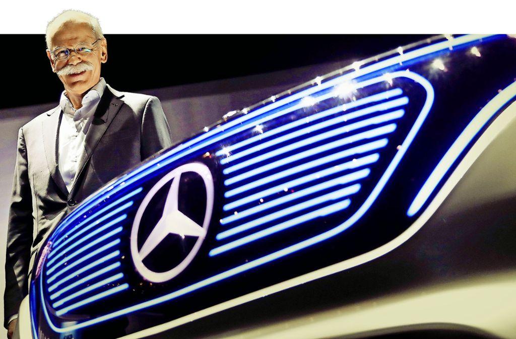 Schnauzbart als Markenzeichen: Mittlerweile präsentiert sich Dieter Zetsche fast nur noch  mit offenem Hemdkragen, Jeans und Sneakers. Foto: AP