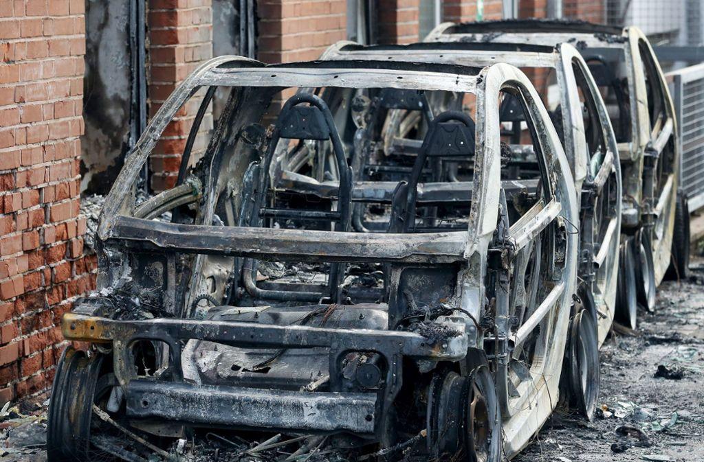 In Essen sind drei Fahrzeuge der AfD abgebrannt. Foto: dpa