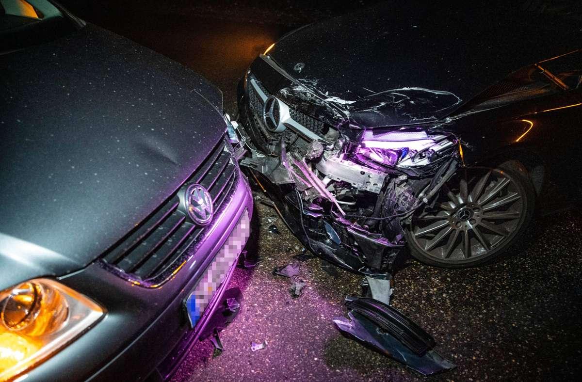 Bei dem Unfall am Montagabend auf der Bergheimer Steige entstand an den Autos ein Sachschaden von rund 50.000 Euro. Foto: 7aktuell.de//Nils Reeh