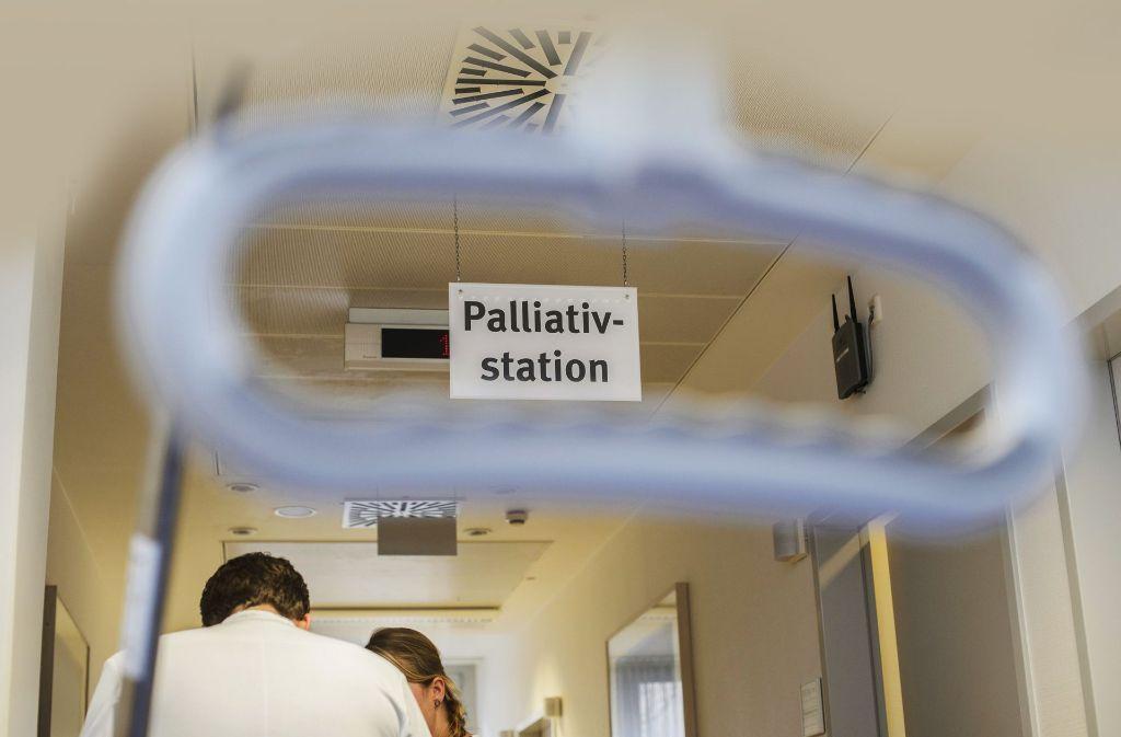 Einige Palliativmediziner – auch aus Stuttgart –  wollen das Sterbehilfegesetz kippen. (Symbolfoto) Foto: dpa