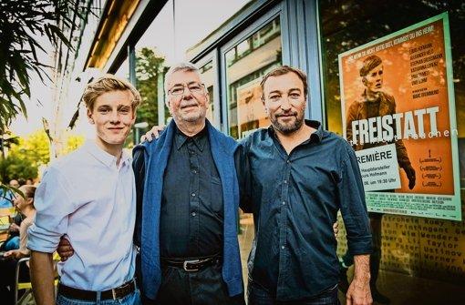 """""""Freistatt""""-Hauptdarsteller Louis Hofmann, Zeitzeuge Wolfgang Rosenkötter und Produzent Marc Brummund (v. l.). Foto: Lichtgut/Leif Piechowski"""