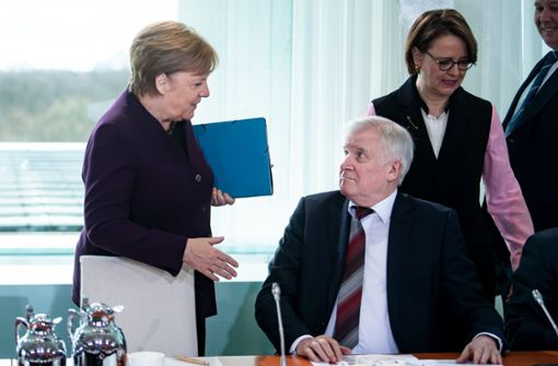 Horst Seehofer will Angela Merkels Hand nicht schütteln