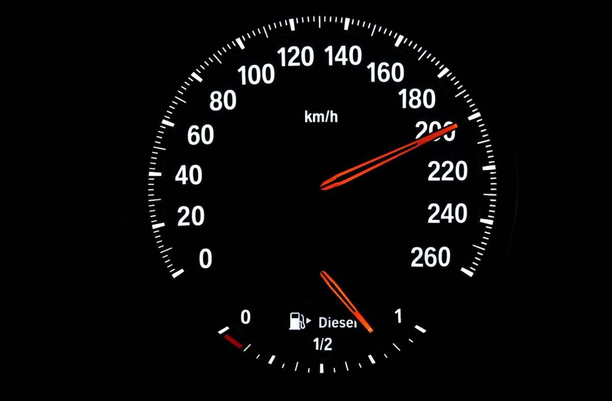 Der Teenager soll mit bis zu 200 Stundenkilometern unterwegs gewesen sein. Foto: imago images / imagebroker/imageBROKER/Michael Weber