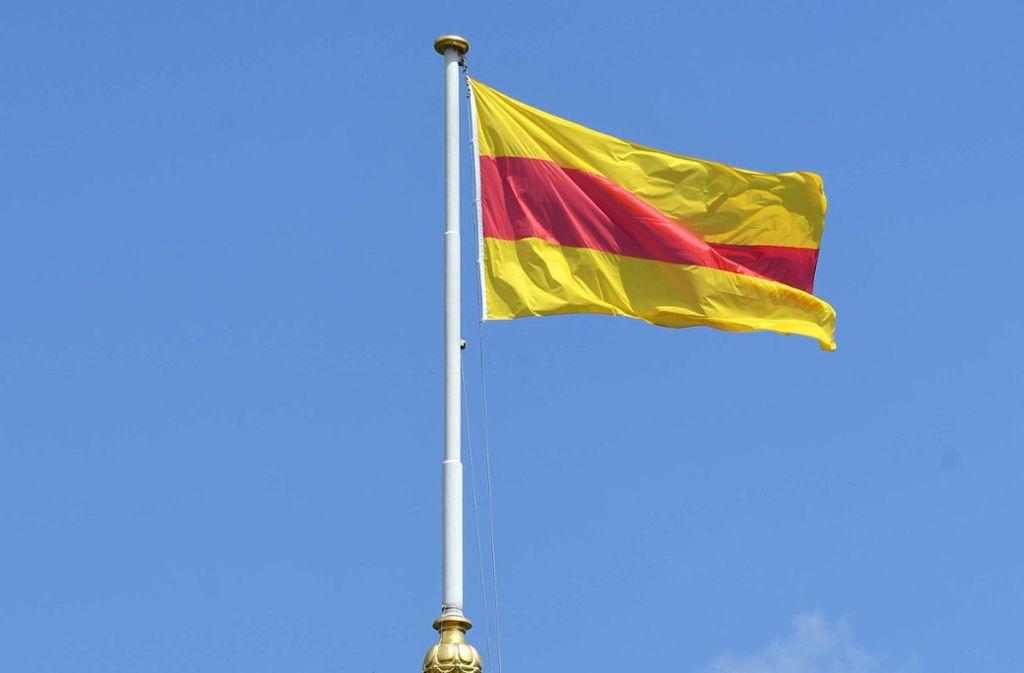 Stolz weht sie, die Badener Fahne, in einem schwäbischen Artikel. Foto: dpa