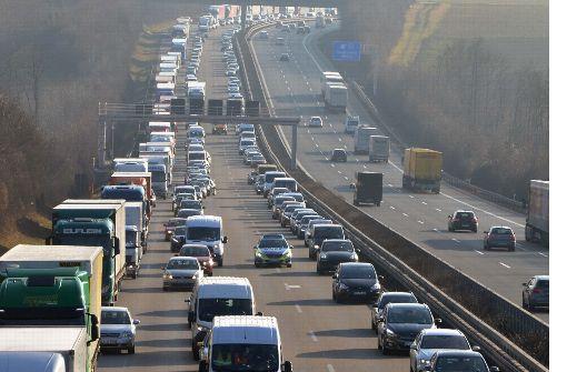 2021  könnten  Seitenstreifen zu Fahrspuren werden