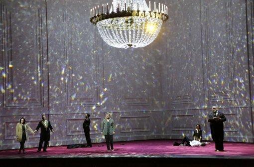 Große Oper und ein blauer Fleck