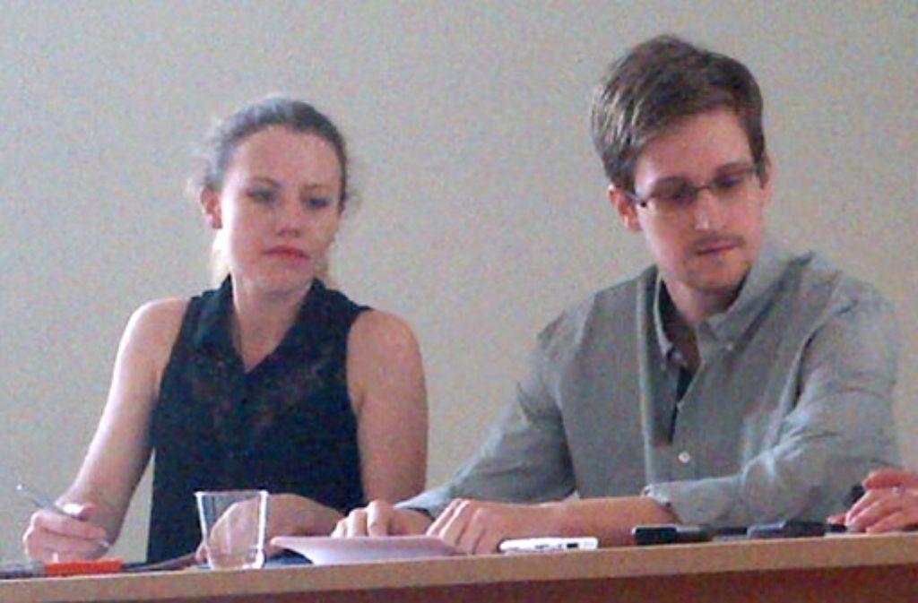 Der US-Geheimdienstenthüller Edward Snowden mit seiner Unterstützerin Sarah Harrison. Foto: Human Rights Watch/Ho